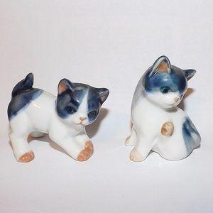 Lot 2 Kitty Cat Figurines-Blue-White Pair